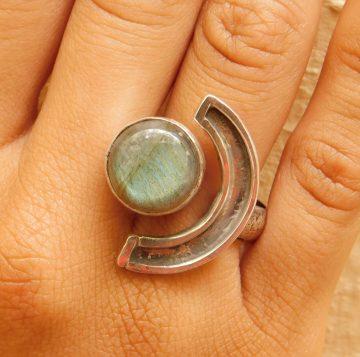 silver ring with labradorite stone